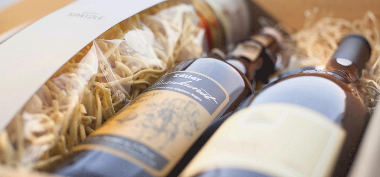 Geschenkpaket mit Wein und Spätzle