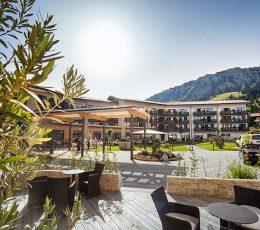 Außenansicht Eingang Panoramahotel Oberjoch